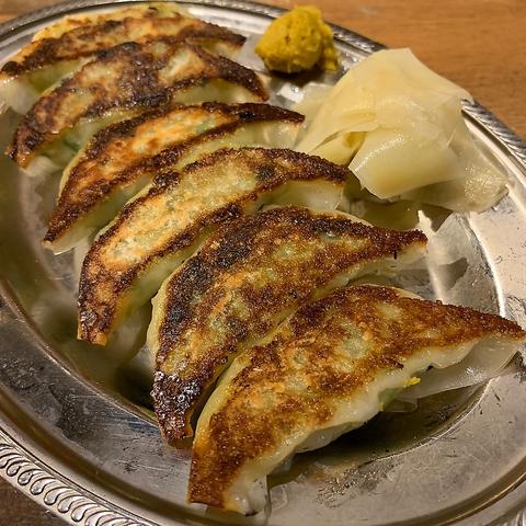 博多の居酒屋【博多ホームラン食堂】の餃子で乾杯
