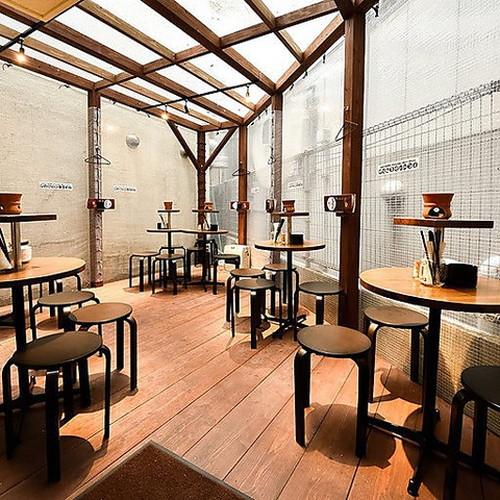 博多ホームラン食堂のテラス席